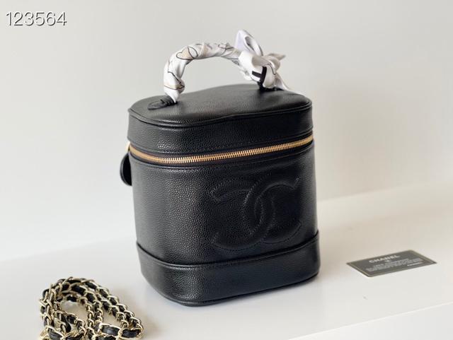 Chanel 早春首發新品化妝包