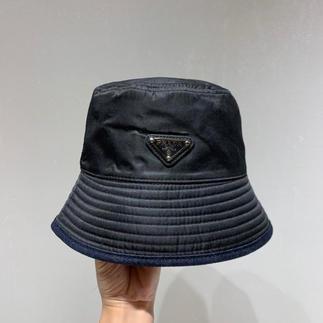 PRADA普拉达新标志logo双面渔夫帽