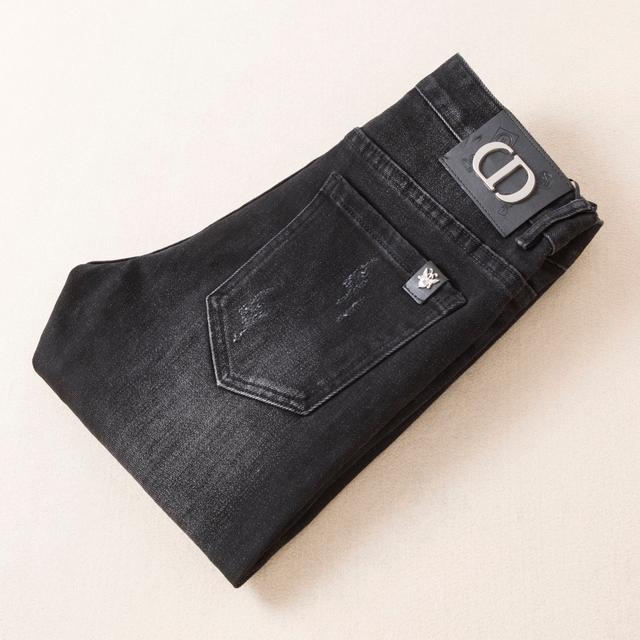 DIOR 新品最新潮款牛仔褲、專櫃官網同步發售