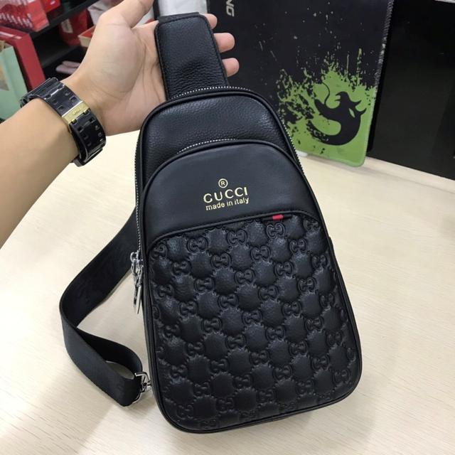 古胸包💥(G 家款 )🇮🇹新款 胸包採用進口頭層牛皮: 黑色 型號: 814