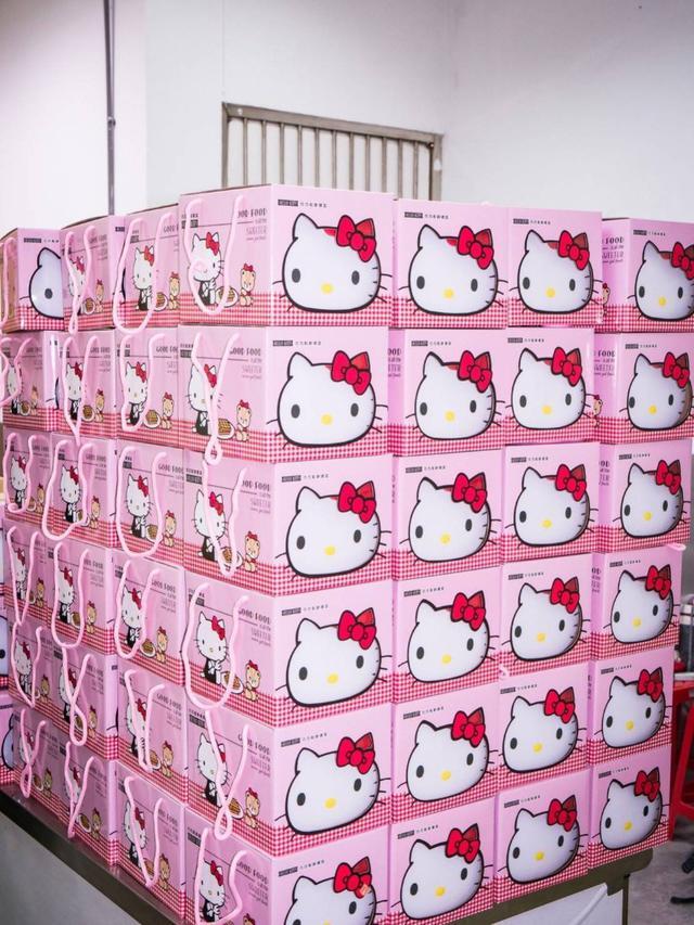 泰國麥當勞的hello kitty容器