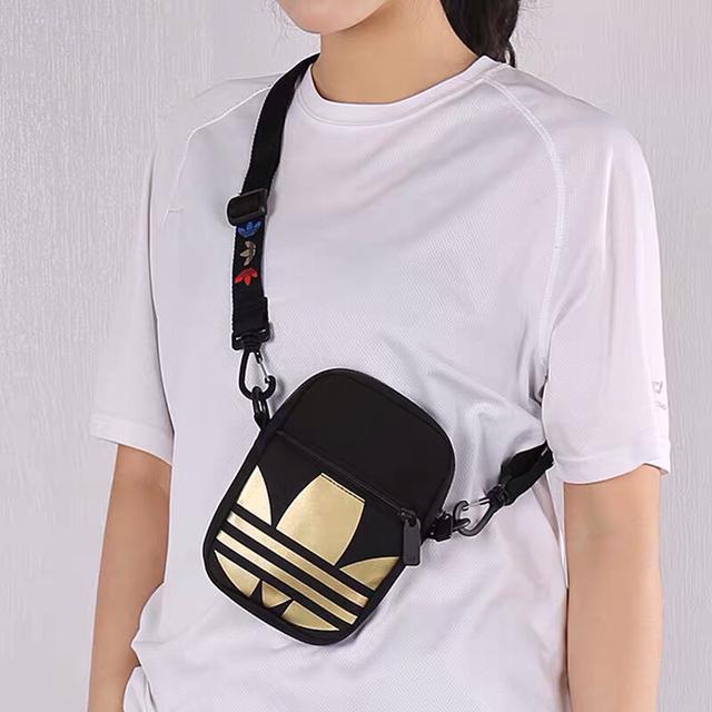 阿迪达斯Adidas三叶草 大LOGO休闲胸包腰包