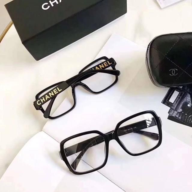 小香板材素顏眼鏡◾️太顯臉小了今年好多品牌出了黑框的眼鏡