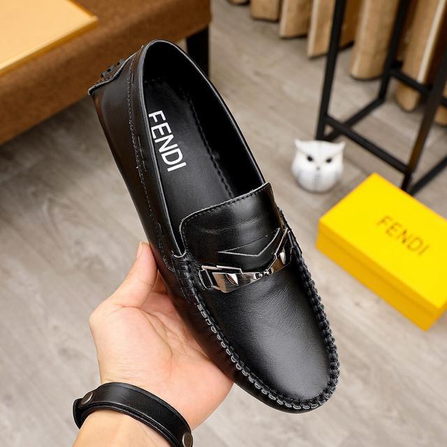 【FENDI-芬迪】经典新款男士休闲套脚鞋