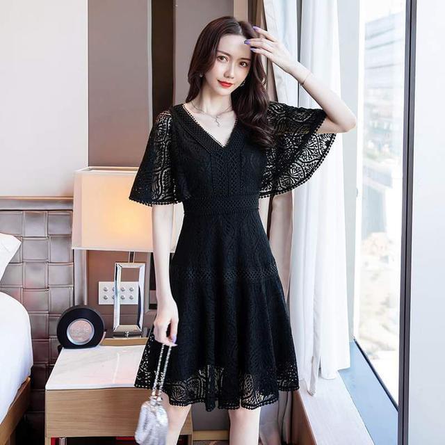 【預購】V領蕾絲修身洋裝