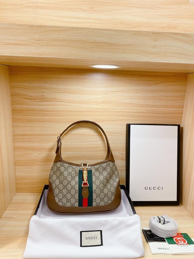 """新款,牛皮品質 """"禮盒包裝手提包Gucci 小古家腋下包推薦 不雞肋❗尺寸 28 20cm"""