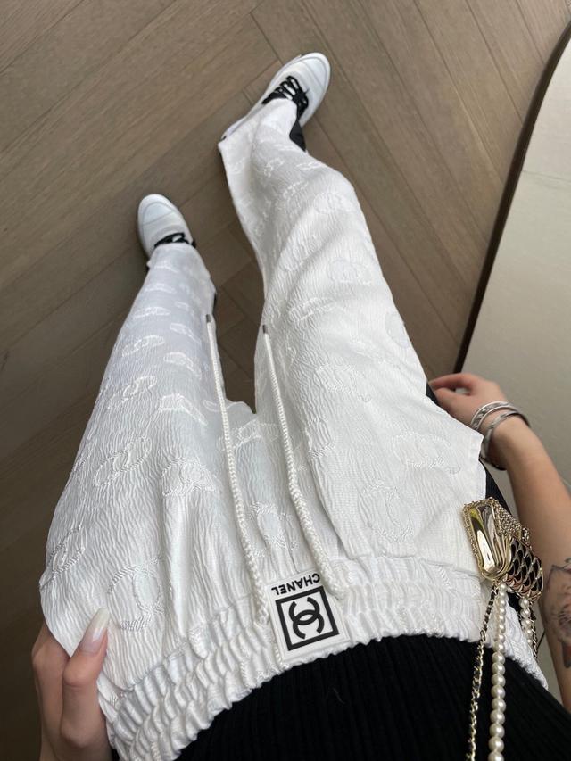 香奈兒春夏新款鏤空浮雕闊腿褲