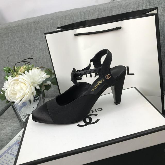 香奈兒2020早秋新品時尚走秀款  尖頭蝴蝶結後空:高跟鞋