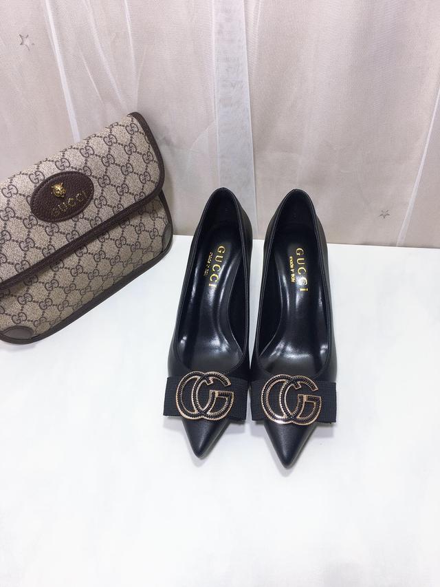 🆕GU*CI🎀高跟單鞋經典款,黑色羊驚絨搭配G扣金屬扣