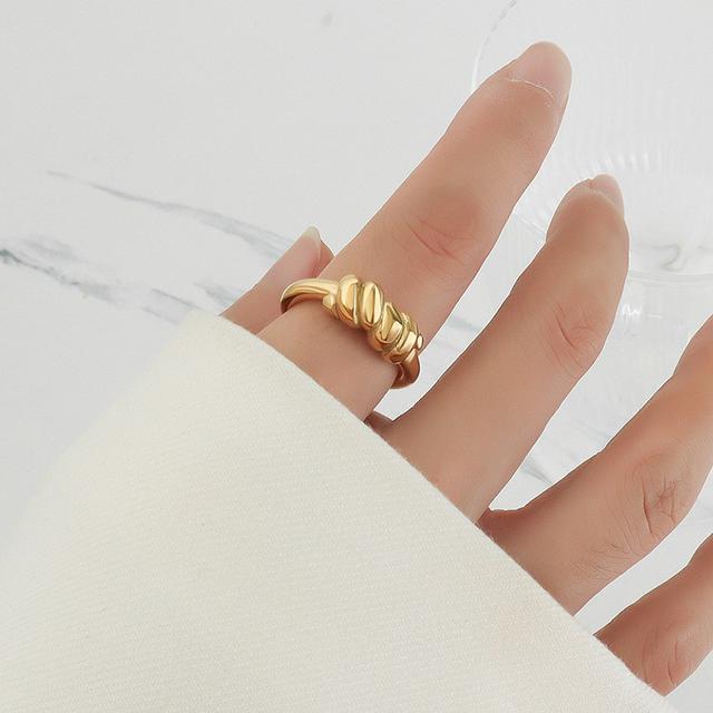 歐美IG冷淡風高級幾何流行扭轉元素設計鈦鋼指環鍍18K金戒指飾品
