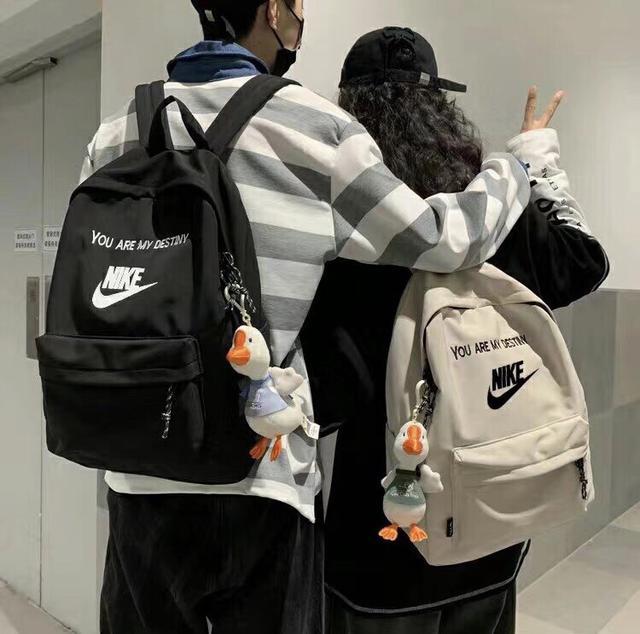 NIKE耐克 新款校园简约百搭学生书包尼龙防水轻便双肩包男女情侣休闲背包