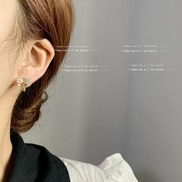 [生命花]925銀針鋯石微鑲鍍14K日韓IG甜美耳釘女手捧花耳飾 耳環