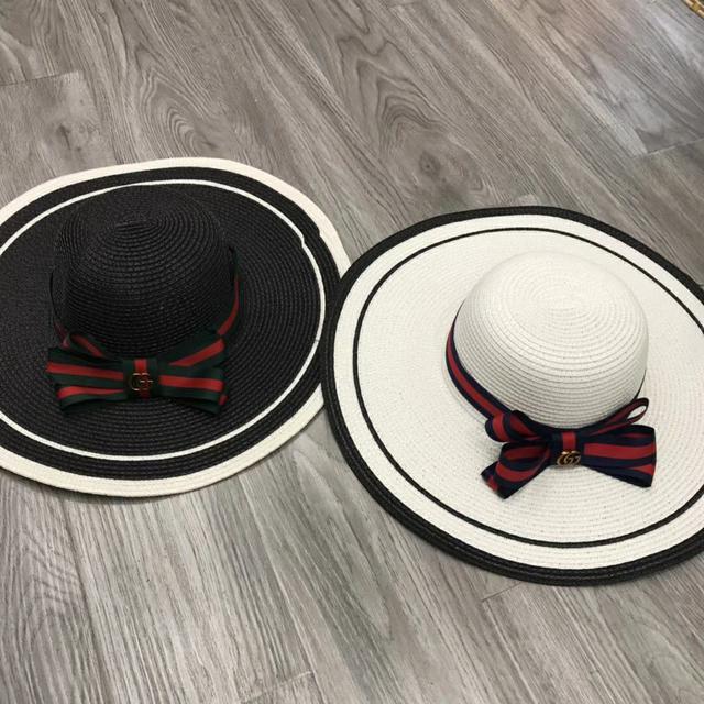 Gucci古奇经典款蝴蝶结大檐帽。