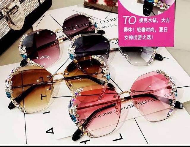 2/20-2/25 預購團 || 水鑽閃亮亮太陽眼鏡(附眼鏡盒)