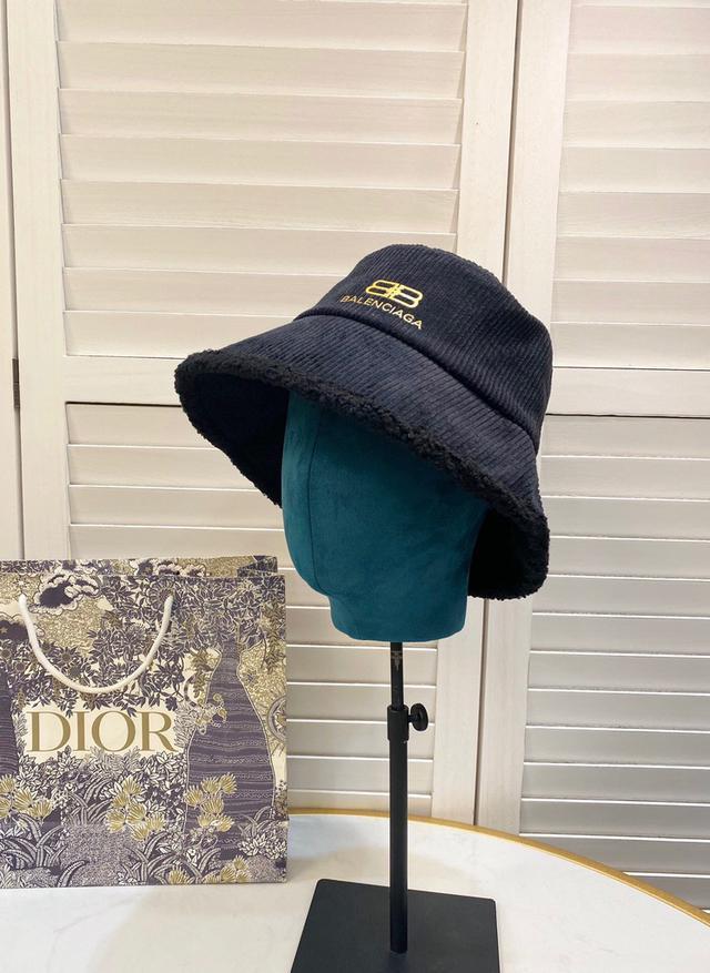【巴黎世家】2020新款帽子簡約燈芯絨漁夫帽,火爆款,細節做工精緻,百搭大牌