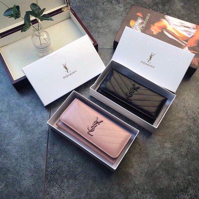 聖羅蘭🆕款♥錢包💕進口小牛皮質感一流👍獨一無二風格,實用內閣超美超時尚美女必備單品