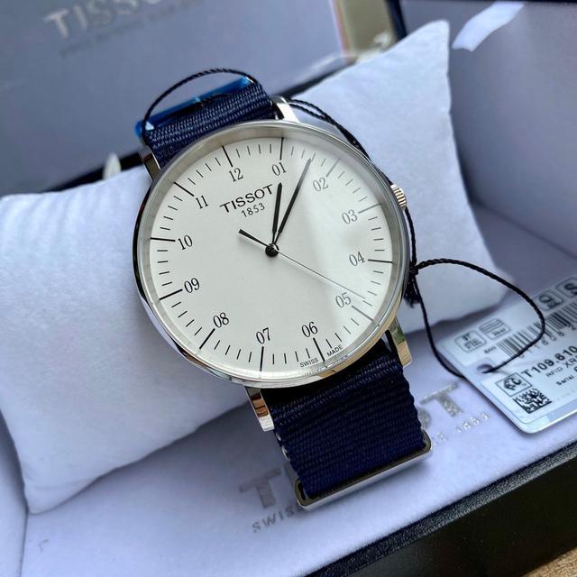 原厂天梭款魅时T109系列,超薄简单大方,非常有英伦的帅气手錶