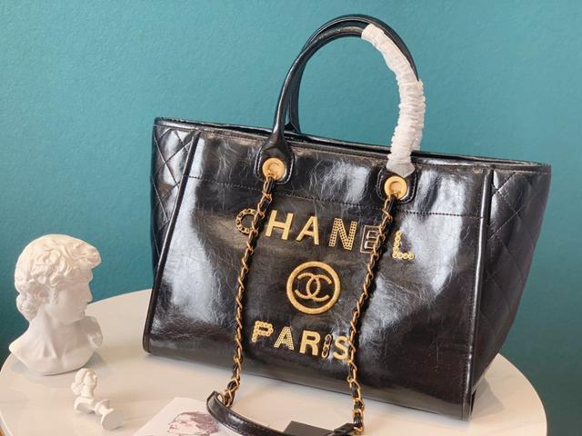 香奈兒2020新面料珍珠沙灘包購物袋夏奈爾帆布沙灘包每年都會出新的款式這個系列有兩個顏色黑色和米白色