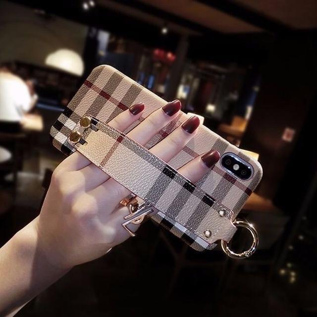 巴寶莉腕帶8plus蘋果x手機殼xs max格子款xr大牌iphone7英倫風6套
