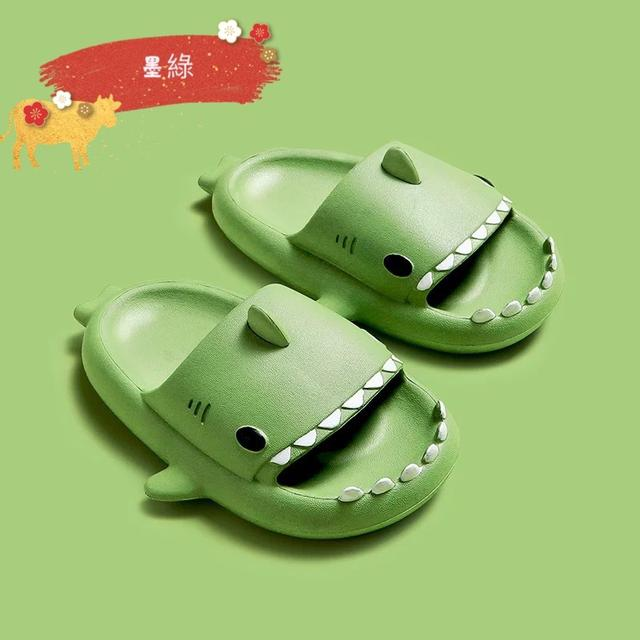 🌈萌萌立體卡通鯊魚拖鞋 跟寶貝甜甜的愛❤️ 讓生活充滿樂趣💃  萌萌鯊魚造型,寶貝一定愛不釋手😍😍