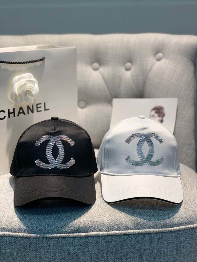 Chanel香奈儿鸭舌帽,进口A钻logo 经典帆布帽,黑白两色